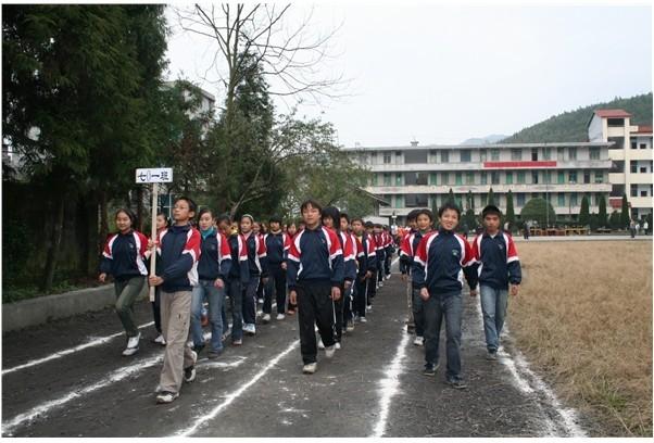 咸丰县忠堡镇民族中学校园风景 咸丰县忠堡镇民族中学排名,风景,地址