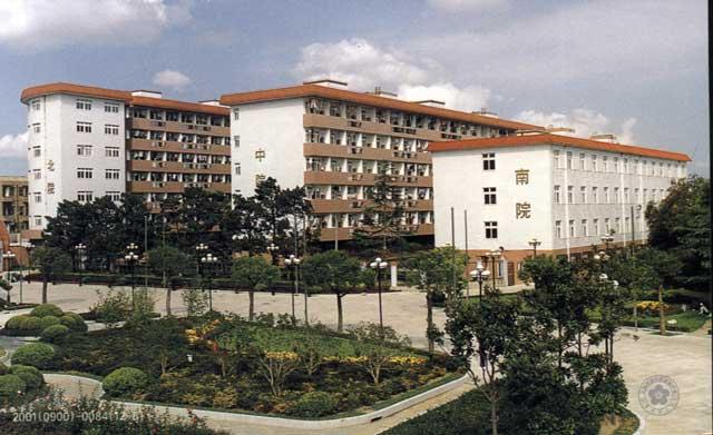 上海交通大学附属中学上海交通大学附属中学校园相片