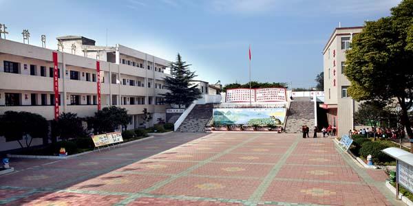 郧县柳陂镇中心小学郧县柳陂镇中心小学校园图片