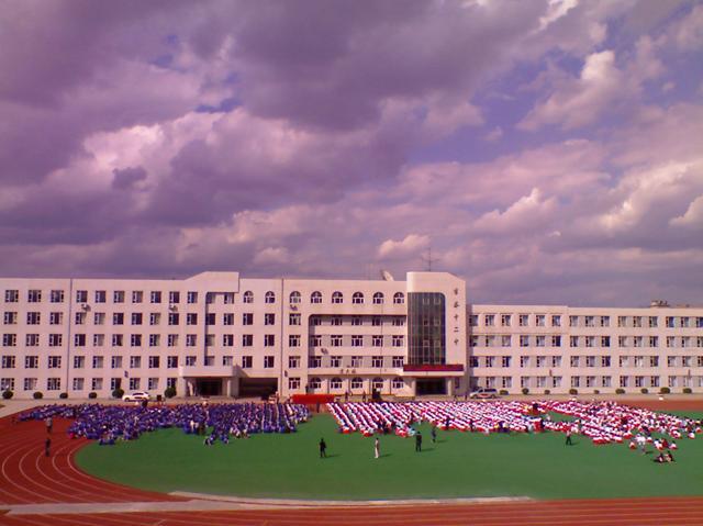 吉林市第十二中学校吉林市第十二中学校校园风光