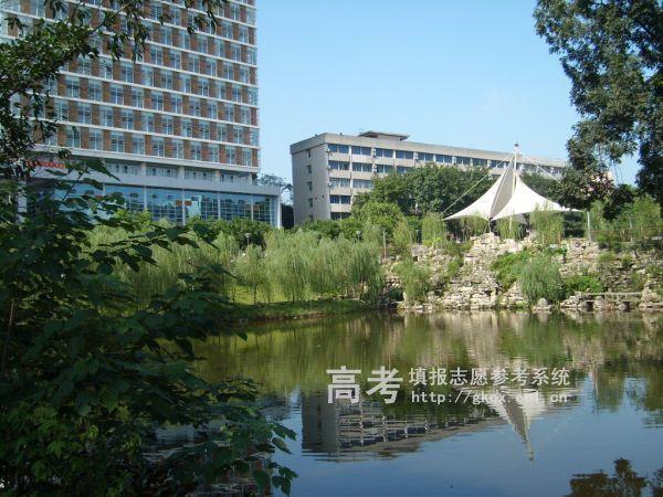 西南大学http://school.edu63.com/uploadfile/2008071415044388.jpg