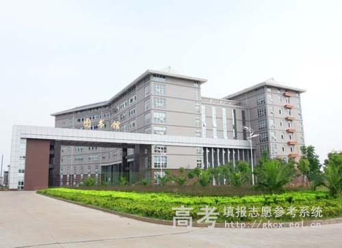 武汉长江工商学院           图书馆