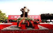 塔里木大学           王震将军铜像落成