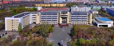 新疆乌鲁木齐市六十八中学新疆乌鲁木齐市六十八中学校园环境