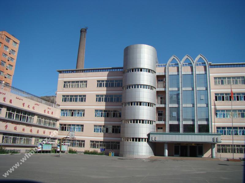 新疆乌鲁木齐市四十六中学新疆乌鲁木齐市四十六中学校园环境