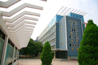 甘肃省兰州市兰炼第二中学校园风景 甘肃省兰州市兰炼第二中学排名,