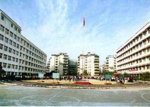 湖北省鄂州市第三中学湖北省鄂州市第三中学校园环境